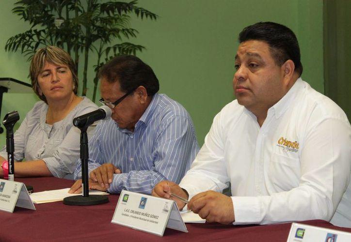 Orlando Muñoz Gómez, abanderado del PRD en un evento en el Colegio de Arquitectos. (Adrián Barreto)