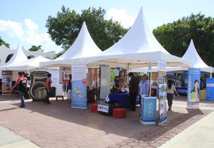 El evento se desarrolla frente al Ayuntamiento de Benito Juárez. (Sergio Orozco/SIPSE)