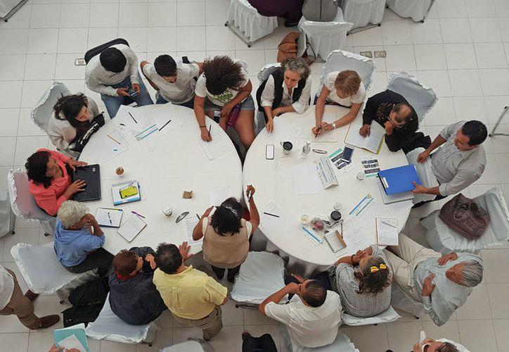 Los pioneros y fundadores inician reuniones. (Jesús Tijerina/SIPSE)