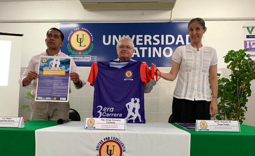 Se presentó el cartel, la playera y las medallas oficiales de la justa. (Novedades Yucatán)