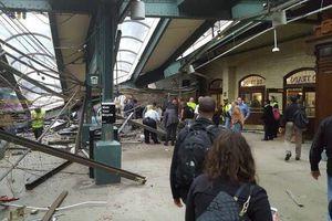 Choca tren en estación de New Jersey