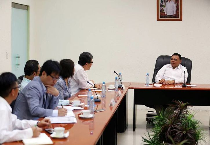 El gobernador, Rolando Zapata Bello, y el embajador de la República de Corea en México, Chun Beeho, sostuvieron una reunión para revisar la agenda. (Cortesía)