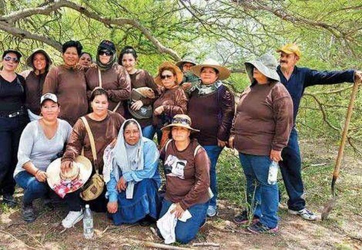 Parte del grupo 'Las Rastreadoras', antes de comenzar un día más de búsqueda. (Liliana Padilla/Milenio)