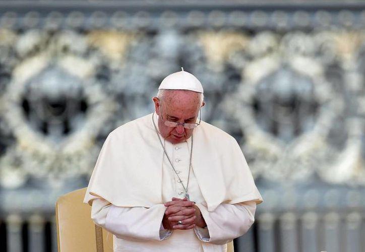 El Papa Francisco durante la audiencia general del pasado miércoles en la plaza de San Pedro en el Vaticano. (EFE)