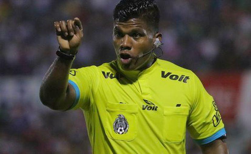 El árbitro también sufrió discriminación en Cancún. (Milenio)