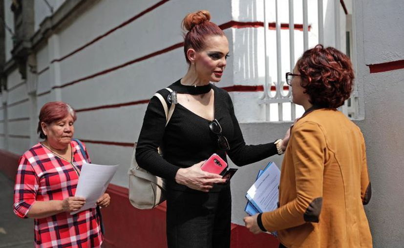 La actriz Carmen Campuzano hizo fila como una ciudadana más para solicitar el empleo (Foto: Internet)