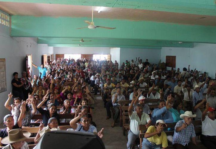 Se convocó una reunión entre semana con una asistencia de 334 ejidatarios de aproximadamente 480 que son en total. (Edgardo Rodríguez/SIPSE)