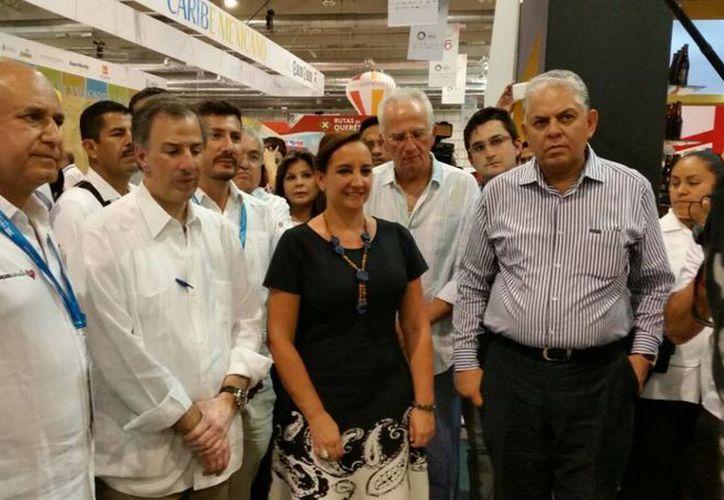 Claudia Ruiz Massieu (c) declaró que 'El tianguis Turístico 2015 en Acapulco ha sido todo un éxito'. (Notimex)