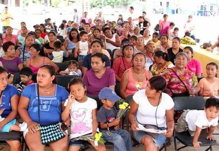 La celebración estuvo amenizada por el trovador Sergio Sánchez, quien complació al público. (Cortesía)