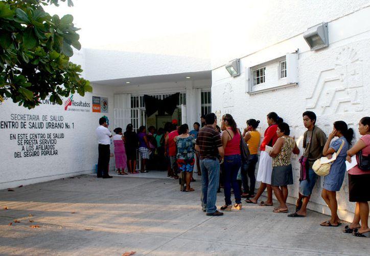 Exhortan a los ciudadanos que tienen tos productiva de más de dos semanas a acudir a los centros de salud.