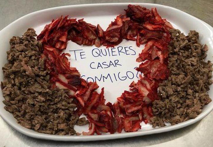 Joven de Saltillo propone matrimonio con taquitos al pastor.  (Los Tacos de Checo)
