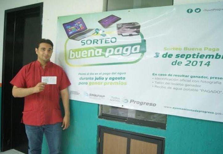 El director del Sistema Municipal de Agua Potable y Alcantarillado de Progreso, Canán Góngora Ortegón, dio detalles del sorteo. (Óscar Pérez/SIPSE)