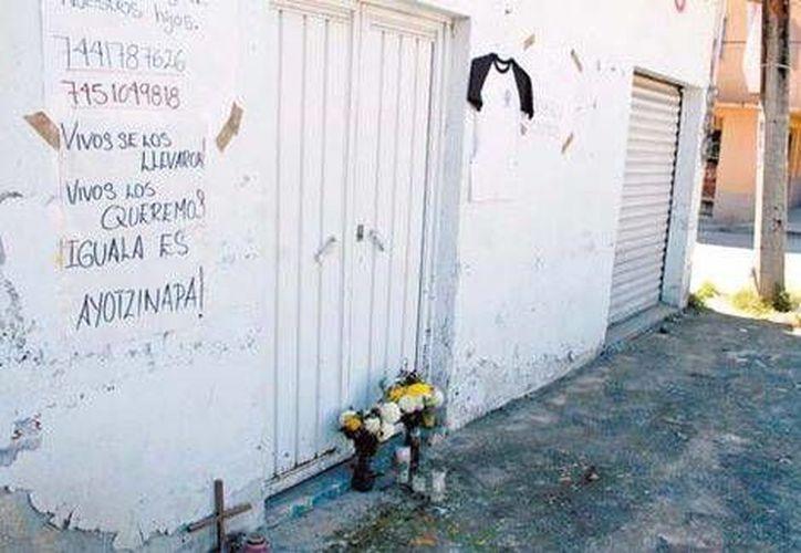 En este sitio murieron dos normalistas durante un tiroteo en Iguala, hace exactamente un mes. (Fotos: Milenio)