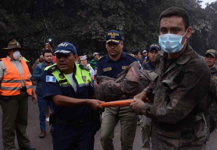 Las toneladas de alimentos se llevaron a albergues para las cuatro mil personas que fueron ubicadas, tras la erupción del Volcán de Fuego. (Contexto/Internet)