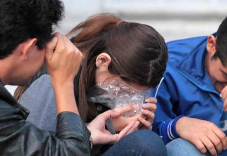 """Entre los jóvenes se incrementa el riesgo de consumo y adicción debido a que existe """"poca percepción del riesgo"""". (Contexto/Internet)"""