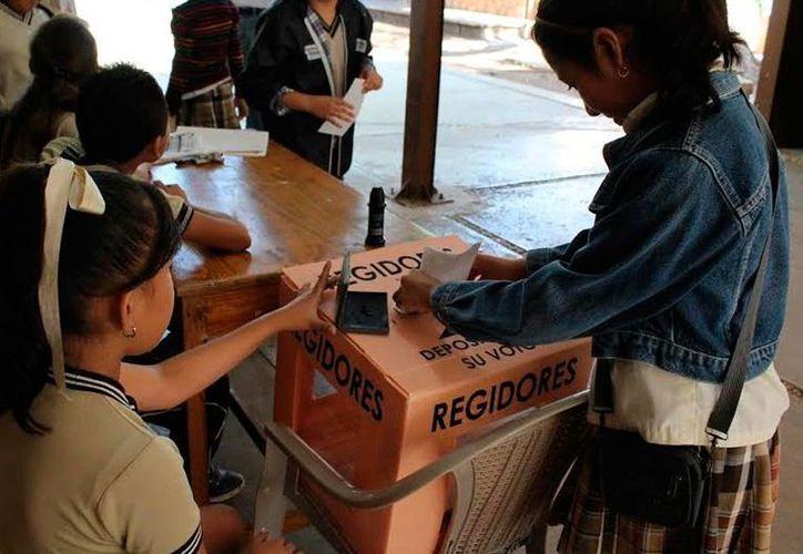 Niños de varias escuelas primarias participaron en ejercicios democráticos: simularon una votación, en la que pudieron expresar sus preferencias. (Milenio Novedades)