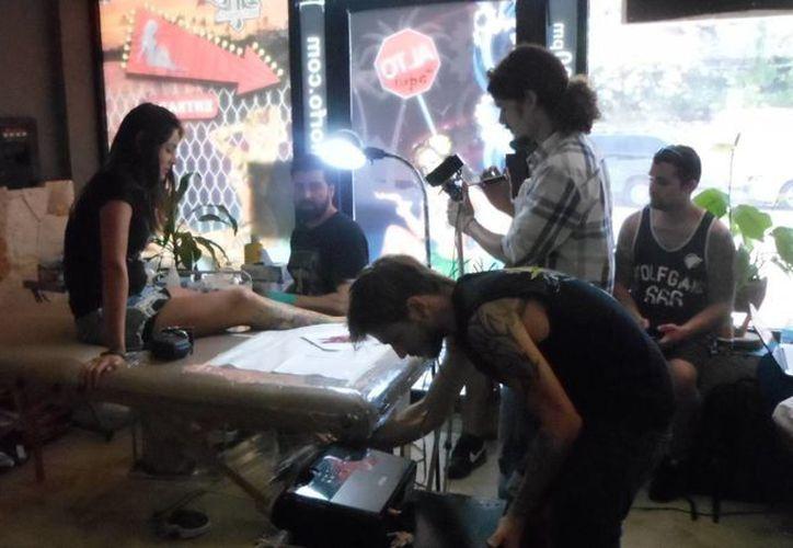 Se han detectado negocios de tatuajes que se han establecidos en casas particulares. (Octavio Martínez/SIPSE)