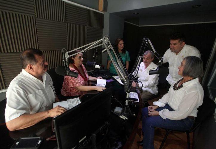 Este viernes en el programa Salvemos una vida se habló sobre las mujeres que han padecido por mastectomías, otro tema fue la logoterapia y también se habló sobre la prevención del suicidio. (Amílcar Rodríguez/Milenio Novedades)
