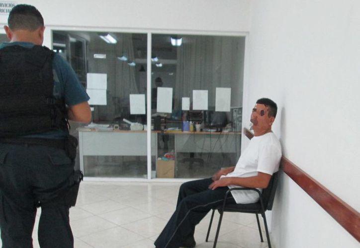 El policía detenido por presuntamente abusar de una empleada de limpieza de un centro comercial, será inhabilitado.  (Irving Canul/SIPSE)