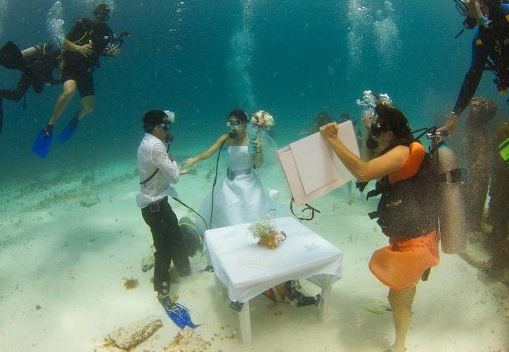 Cancún se suma a la lista de destinos que ofertan bodas submarinas.  (Redacción/SIPSE)