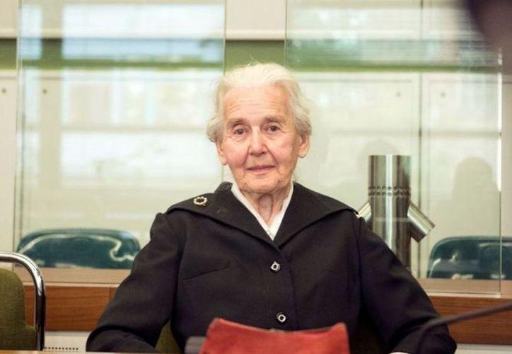 La alemana Ursula Haverbeck, de 89 años, lo logró evitar ir a la cárcel por las acusaciones en su contra de incitar al odio. (Foto: El Mundo)