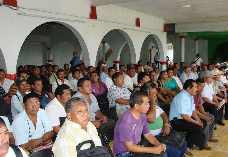 Delegados y subdelegados asistieron a la reunión mensual con enviados del Congreso y de los Gobiernos estatal y municipal. (Manuel Salazar/SIPSE)