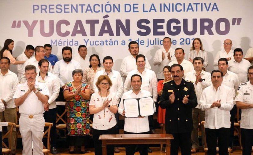El programa Yucatán Seguro, que recibió el respaldo de la sociedad, contempla la adquisición de moderno equipo y la instalación de tres mil 527 cámaras de vigilancia en diversos puntos. (Novedades Yucatán)