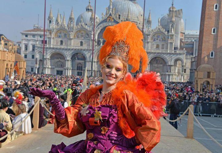 El Carnaval de Venecia atrae a decenas de miles de personas cada año. (AP/Luca Bruno)