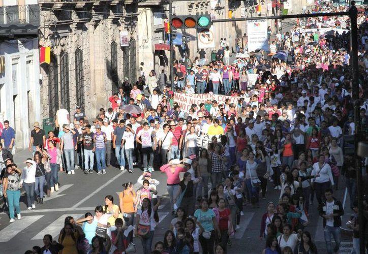Estudiantes normalistas marcharan por Morelia para demandar que se dé marcha atrás a la aplicación de la reforma curricular. (Archivo Notimex)