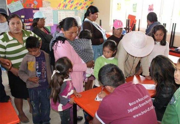 La población indígena en México se encuentra en el rezago en cuanto al tema educativo, pues su escolaridad promedio es de 4.5 años, lo cual representa la mitad de la media nacional que es de nuevo años. (Archivo Excelsior)