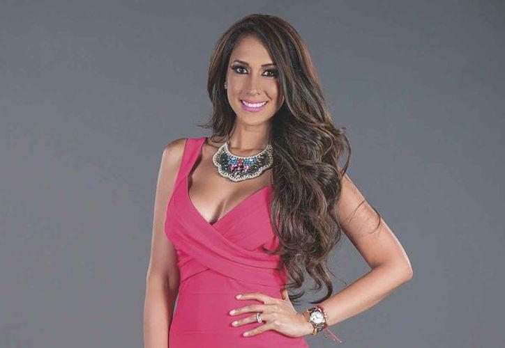 La actriz y conductora Cynthia Urías revela su visita a Cancún. (Redacción)