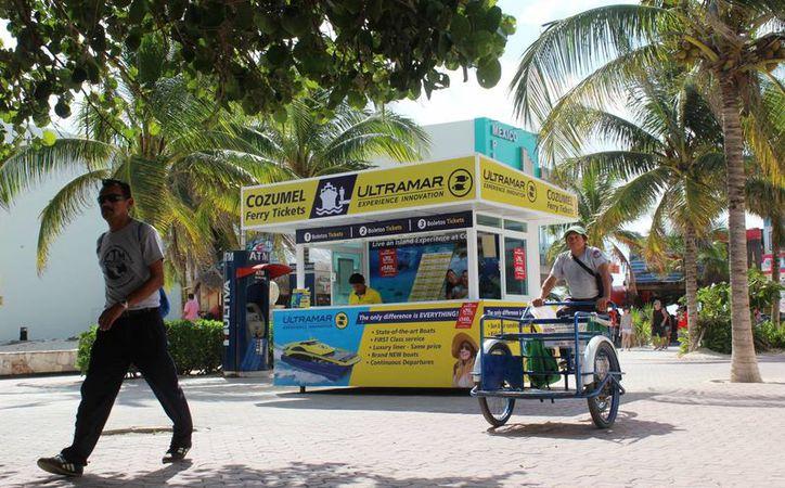 La instalación de seis taquillas de venta de boletos de la naviera Ultramar. (Octavio Martínez/ SIPSE)