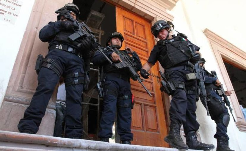 Castillo: es importante que los policias de los 113 municipios de Michoacán cuenten con la misma capacitación, protocolos, salarios, uniformes y oportunidades de empleo. (Notimex/Contexto)
