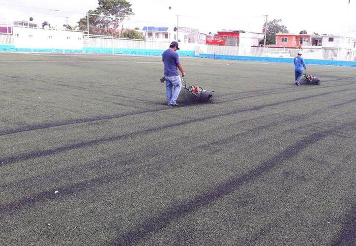Las canchas de Fútbol de La Charca y 5 de Abril de Chetumal ya se encuentran en mejores condiciones. (Miguel Maldonado/SIPSE)