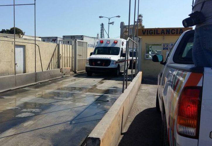 Paramédicos llegaron al lugar para atender a los lesionados. (Fátima Ramírez/SIPSE Noticias)
