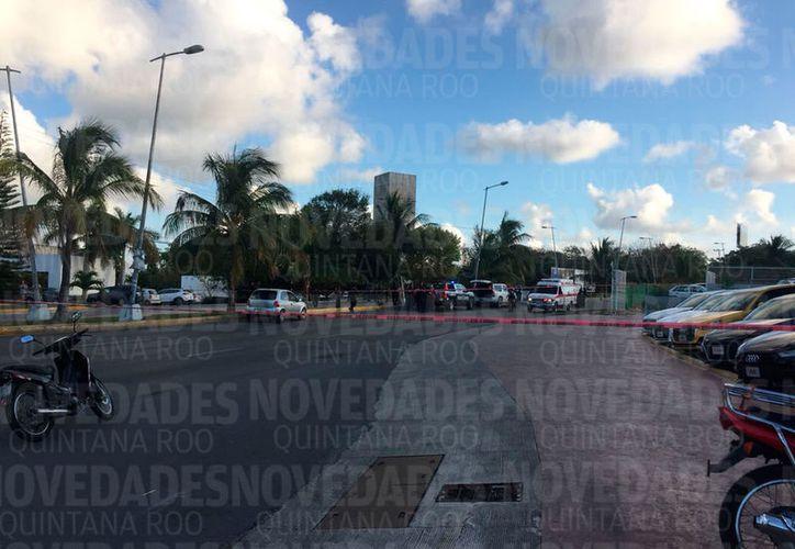 La detención ocurrió sobre la avenida Bopampak, esquina con el distribuidor vial. (Redacción/SIPSE)