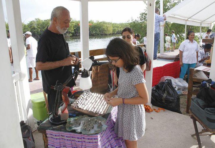 Cientos de visitantes observaron los productos que se ofrecían en el evento. (Sergio Orozco/SIPSE)