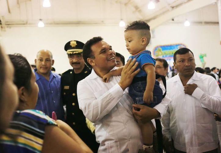 El gobernador Rolando Zapata Bello convivió con las familias de los agentes de la SSP. (Milenio Novedades)