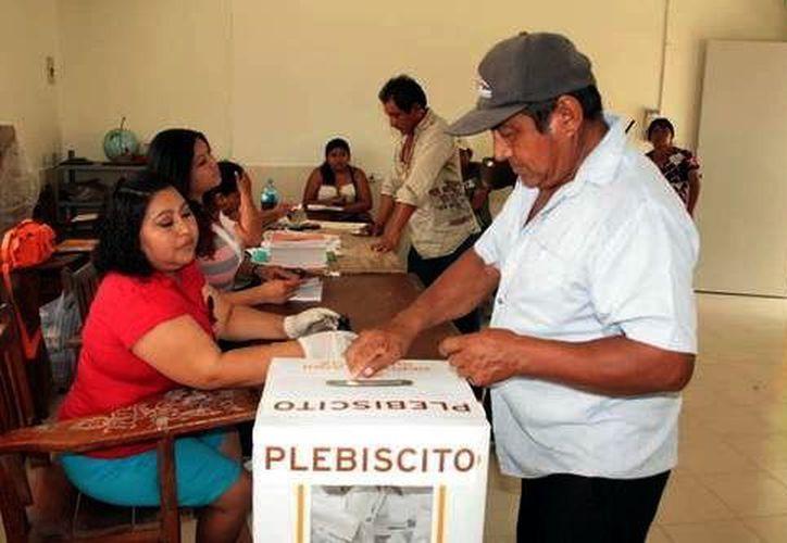 En Acanceh se realizó el primer plebiscito en el Estado. (Milenio Novedades)