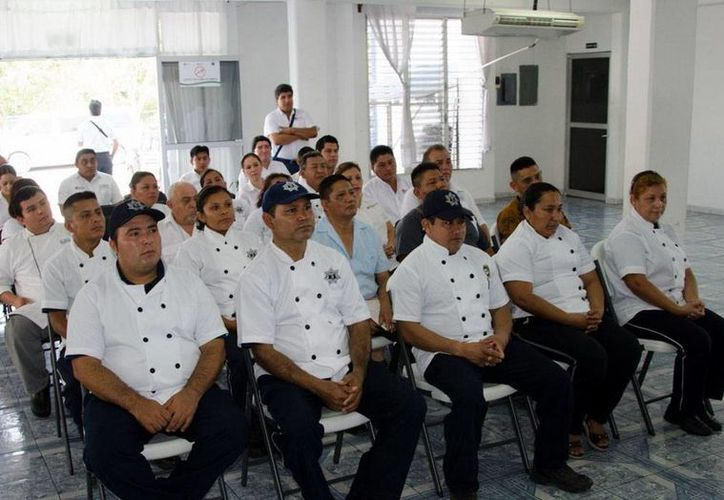 Los trabajadores beneficiados principalmente será los del área de cocina para que por medio de la capacitación puedan elevar su nivel de servicio. (Redacción/SIPSE)