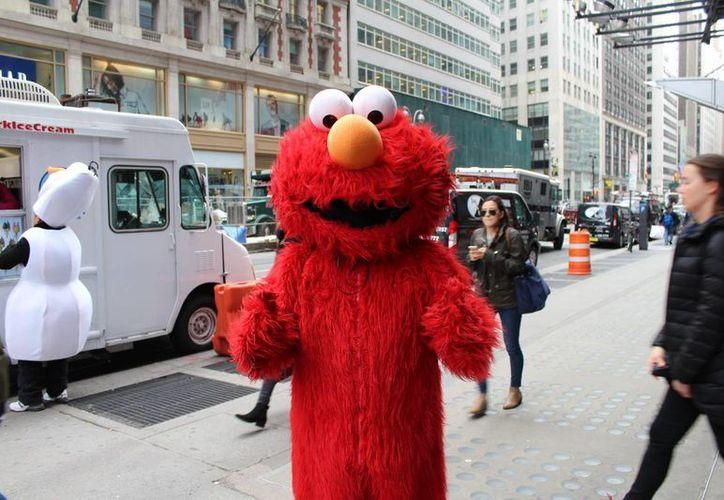 Por años, las autoridades neoyorquinas no intentaron regular a las decenas de personas que se tomaban fotografías con los turistas para obtener propinas. (Notimex)