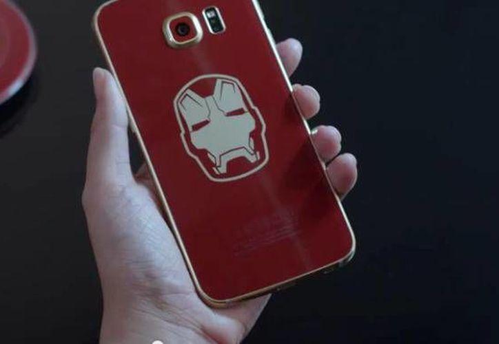El nuevo celular de Samsung, con motivos alusivos al superhéroe, por ahora solo está disponible en Corea del Sur. (cbsistatic.com)