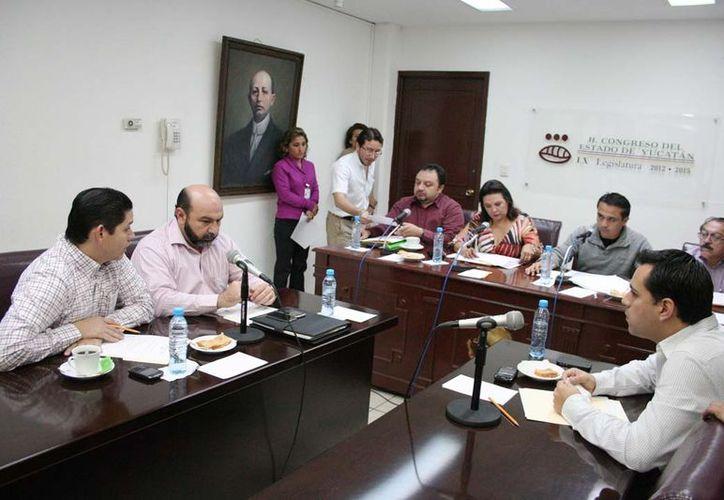 A lo largo del sábado trabajaron los legisladores para concluir con las observaciones y preparar el proyecto de dictamen. (Cortesía)