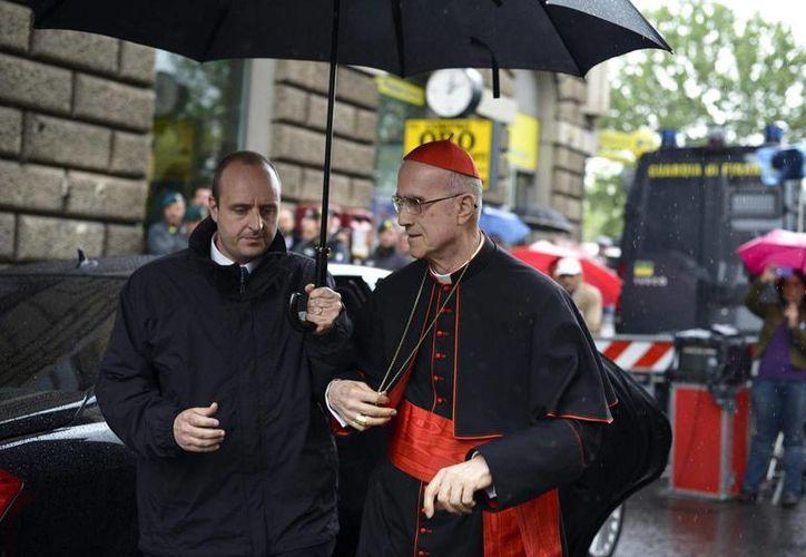El cardenal Tarcisio Bertone sabía que la Fundación Bambino Gesù asignó parte de estos fondos  a la reestructuración del ático en el que vive. (EFE)