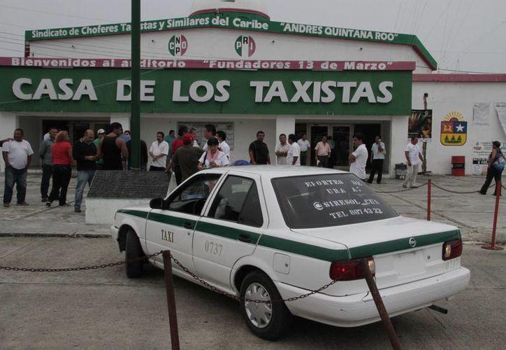 Los choferes comentaron la necesidad de aumentar los precios. (Tomás Álvarez/SIPSE)