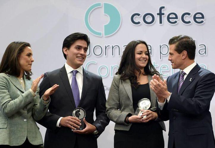 Peña Nieto encabezó la Jornada por la Competencia, celebrada en el Salón Adolfo López Mateos, de la Residencia Oficial de Los Pinos. (Notimex)
