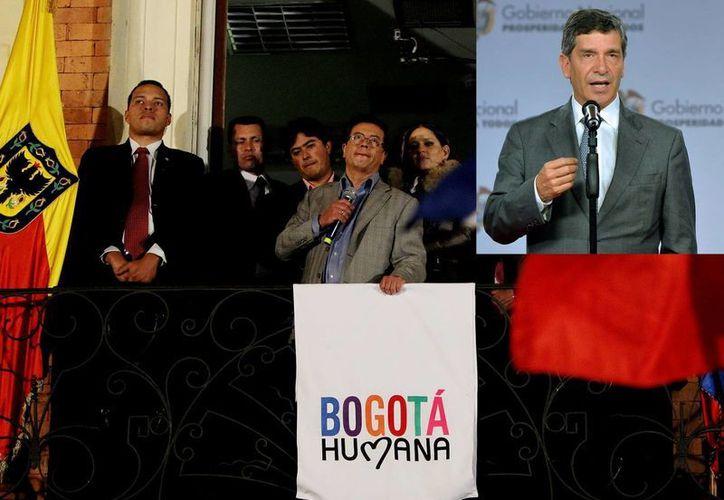 Gustavo Pedro pronuncia un discurso tras su destitución como alcalde de Bogotá. En recuadro su sucesor, Rafael Pardo. (EFE)