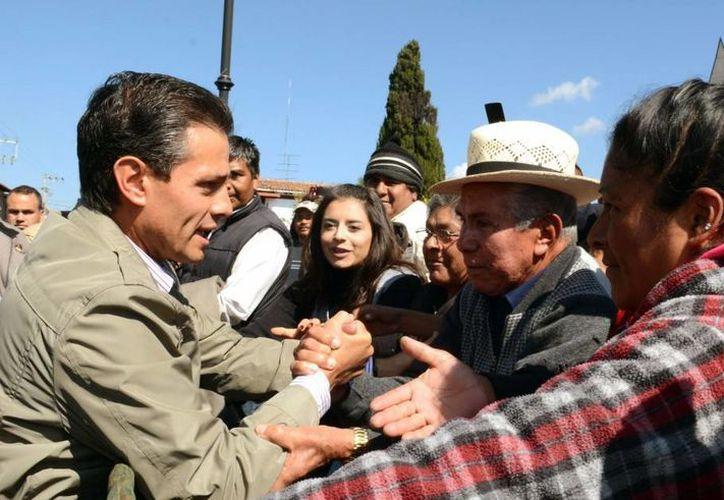 El presidente Enrique Peña Nieto iniciando su jornada de trabajo del 2014 en Atlacomulco, Estado de México. (presidencia.gob.mx)