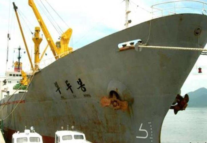La tripulación del Mu Du Bong no sufrió daños pese al encallamiento en Tuxpan. (excelsior.com.mx)