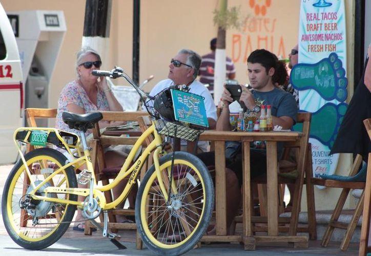 """Paseos en la isla en bicicleta son solo uno de los aspectos que se incluyen en la campaña """"Experience Cozumel"""". (Gustavo Villegas/SIPSE)"""